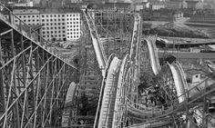 Vuoristorata rakenteilla Linnanmäen huvipuistossa, Helsingissä 1951 Helsinki, Brooklyn Bridge, Ancient History, Past, Nostalgia, Scenery, Old Things, Black And White, Retro