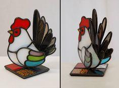 ステンドグラスのニワトリの置物。手のりサイズです。 羽と尾っぽは立体に付けてます。 #ステンドグラス #にわとり #干支 #酉年 #かわいい #2017 #stainedglass #chickens #zodiac