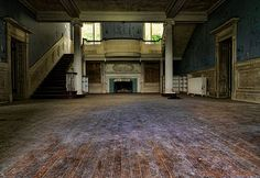 Abandoned Mansion, Northern Virginia. Check out link, very cool pictures of the lovely forgotten home.