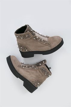 29 Spring Shoes Women Every Girl Should Have - Women Shoes Styles & Design Suede Shoes, Shoe Boots, Shoes Heels, Spring Shoes, Winter Shoes, Fashion Tag, Fashion Shoes, Boots Beige, Botines Casual