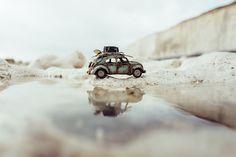 Fotógrafo utiliza miniaturas de carros para registrar lindas fotos ao redor do mundo. Micro Photography, Miniature Photography, Toys Photography, Creative Photography, Travel Photography, Photography Ideas, Headshot Photography, Inspiring Photography, Photography Editing