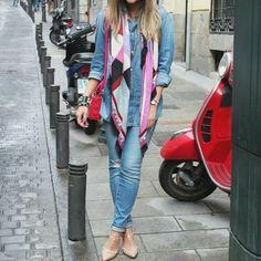 Total jeans, lenços, scarpin