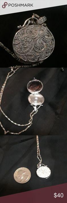 Adorable Silver Purse Locket necklace Pretty ornate little silver purse locket. Not 925 but the chain is Jewelry Necklaces Silver Locket Necklace, Silver Lockets, Silver Purses, Amethyst Bracelet, Pendant Set, Ball Chain, Rose Quartz, Bag Accessories, Jewelry Necklaces