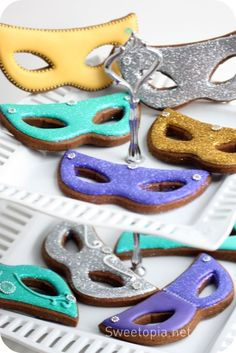 The TomKat Studio: {Baking} Mardi Gras Cookies by Sweetopia! Masquerade Ball Party, Sweet 16 Masquerade, Masquerade Theme, Masquerade Invitations, Biscuits, Sweet Sixteen Parties, Mardi Gras Party, Cookie Decorating, Birthday Candles