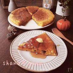 栄養たっぷり♪いつもの豆腐とヨーグルトのパンケーキにさらにかぼちゃをたっぷり入れて(#^.^#)♪  かぼちゃに合わせて少しヨーグルトの割合を増やしました♪  ふっかりもっちもちで食べごたえも十分♪  そのままでも十分美味しいですが、やっぱりかぼちゃにはメープルですよね~♪  バターとメープルシロップをたっぷりかけて(〃)´艸`)オイシー♪  ナッツやレーズンを添えるのもおすすめです♪♪♪