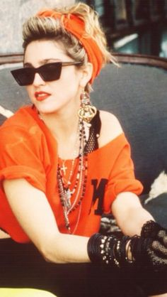 Madonna Desperately Seeking Susan retro party looks Moda 80s, Cindy Lauper 80s, 80s Party Outfits, 80s Style Outfits, Vintage Outfits, Madona, Style Année 90, 1980s Style, Mode Vintage