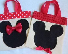 SACOLAS MICKEY E MINIE Baby Quilt Patterns, Sewing Patterns, Sewing Hacks, Sewing Crafts, Sewing Tips, Disney Tote Bags, Minnie Mouse Party, Mickey Minnie Mouse, Fabric Bags