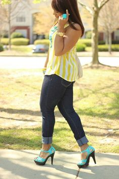 Super cute! Love this outfit, the colors & those heels!!!