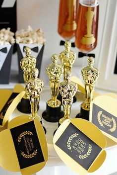 Use our party plans to throw the perfect party Hollywood Birthday Parties, Hollywood Theme, Photos Folles, Cinema Party, Cinema Ticket, 16th Birthday Decorations, Red Carpet Party, Debut Ideas, Graduation Theme