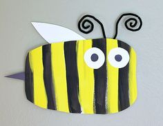 Simple Bumble Bee Art Project for Kids (Perfect spring craft for toddlers, preschoolers, and kindergarteners! Bee Crafts For Kids, Spring Toddler Crafts, Spring Crafts, Art For Kids, Arts And Crafts, Spring Art Projects, Projects For Kids, Kindergarten Art, Preschool Art