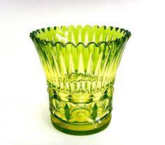 Salle des ventes ABC : CRISTAL VAL ST LAMBERT, Rare vase en cristal urane taillé…