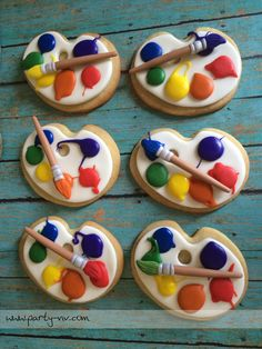 Artists big and small will love these simple Artist Palette Sugar Cookies with Pretzel Paintbrushes Edible Crafts, Edible Art, Royal Icing Cookies, Sugar Cookies, Art Party Cakes, Paint Cookies, Fondant Toppers, Cookie Designs, Cute Food