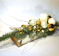nowoczesne stroiki bożonarodzeniowe - Szukaj w Google Handmade Christmas Crafts, Woodland Christmas, Christmas Mood, Christmas Candles, Xmas Crafts, Rustic Christmas, Christmas Wreaths, Christmas Ornaments, Christmas Flower Arrangements