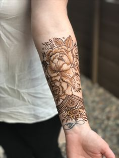 Henna Tattoos Designs images are present on this article.Tattoos designs looks beautiful and elegant. Mostly teenagers like to apply tattoos. Peacock Mehndi Designs, Henna Tattoo Designs Arm, Henna Art Designs, Beautiful Henna Designs, Henna Tattoos, Henna Tattoo Hand, Brown Tattoos, Tatoos, Henna Arm