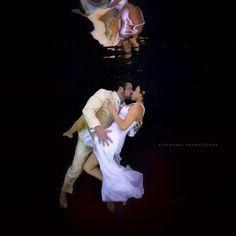 21 Unique Ideas For A Beautiful Underwater Shoot | ShaadiWish.com Pre Wedding Shoot Ideas, Pre Wedding Photoshoot, Photoshoot Ideas, Couple Posing, Couple Portraits, Couple Shoot, Underwater Photoshoot, Underwater Model, Candid Photography