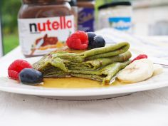 green banana crepes. Oat Pancakes, Breakfast Pancakes, Breakfast Recipes, Banana Crepes, Gingerbread Pancakes, Crepe Batter, Crepe Pan, How To Make Crepe, Honey Sauce