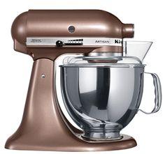 """KitchenAid Artisan Robot de Cozinha – Cobre. ♥ """"A personalidade de um cozinheiro expressa-se na criação de sensuais experiências culinárias que englobam todos os sentidos, incluído a visão. A KitchenAid considera as suas batedeiras como uma extensão criativa das mãos do cozinheiro, proporcionando um óptimo controlo a nível profissional. Esta Batedeira Artisan™ Chefe Tilt é tudo isso e tem um design icônico."""""""