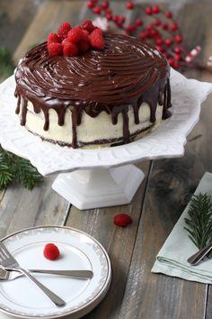 Tort_cu_crema_de_ciocolata_alba_si_neagra Yummy Cakes, Tiramisu, Coffee Shop, Cheesecake, Pudding, Ice Cream, Cookies, Sweet, Ethnic Recipes