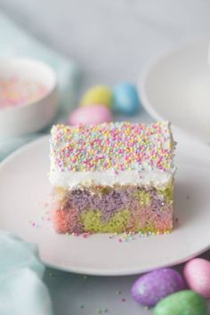 Easter Poke Cake is an easy Easter cake that is colorful, easy, and delicious. A poke cake with pudding for a creamy base, topped with whipped cream. Easter Poke Cake Recipe, Easter Cake Easy, Easter Cupcakes, Easter Treats, Poke Recipe, Poke Cakes, Poke Cake Recipes, Dessert Recipes, Donut Recipes