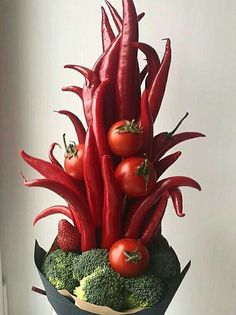 DIY: Tulip Cabbage Flower Arrangement for Easter - Darling Darleen Deco Floral, Arte Floral, Floral Design, Beautiful Flower Arrangements, Beautiful Flowers, Flower Show, Flower Art, Vegetable Bouquet, Vegetable Design