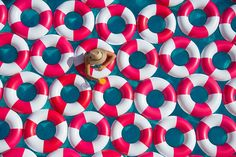 Poolside Photos With 1,000 Inner Tubes Bring Back 1960s Mediterranean Glamor | Bored Panda