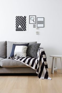 Simple and stylish, love this monochrome interior inspiration shot! Home Living Room, Living Area, Living Spaces, Nordic Home, Scandinavian Home, Scandinavian Apartment, Monochrome Interior, Interior Design, Sweet Home