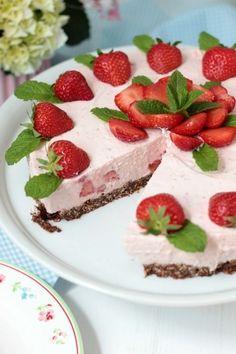 Erdbeer-Minz-Torte mit Müsliboden
