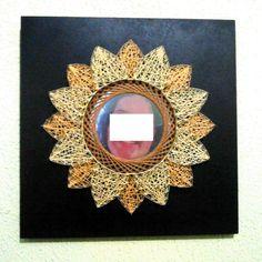 Modelo LinhasdoCunha. Quadro de linhas e pregos com foto sob base de madeira de 0,30 x 0,30 pintada.