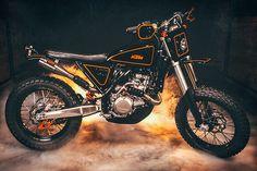 Ready to burn asphalt? KTM 500 EXC #StretTracker by Cab Moto. Con la #KTM podrás callejear sin parar | caferacerpasion.com