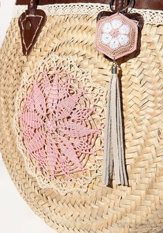 Crochet Purses Design Vintage-chic crochet summer bag by Anabelia Craft Design Crochet Handbags, Crochet Purses, Crochet Bags, Purse Patterns, Craft Patterns, Diy Crochet, Crochet Summer, Vintage Chic, Crochet Shell Stitch