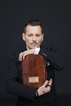 The wonder of Johnny Depp The Hollywood Vampires, Hollywood Men, Marlon Brando, Hot Actors, Actors & Actresses, Gellert Grindelwald, Here's Johnny, Captain Jack, Pirates Of The Caribbean