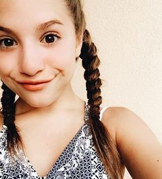 *finds a note in locker* *reads outloud*dear mackenzie your amazing and always make me smile I am starting to love you if you care please meet me at at the libraby* who's this from-kenz Mackenzie Ziegler, Maddie And Mackenzie, Maddie Ziegler, Style Hip Hop, Mack Z, Abby Lee, Chloe Lukasiak, Dance Moms Girls, Jordyn Jones