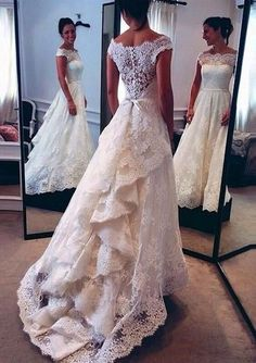 Awesome 45 Stunning Vintage Lace Wedding Dresses For Your Romantic Wedding. More at http://trendfashioner.com/2018/04/29/45-stunning-vintage-lace-wedding-dresses-for-your-romantic-wedding/