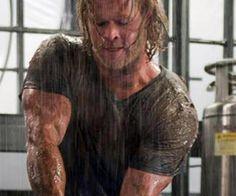 """Chris Hemsworth """"Thor"""" Workout Plan"""