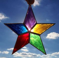 Multi-Colored Simple Star Stained Glass Sun Catcher Stained Glass Ornaments, Stained Glass Christmas, Stained Glass Suncatchers, Stained Glass Designs, Stained Glass Projects, Stained Glass Patterns, Stained Glass Art, Mosaic Designs, Broken Glass Art