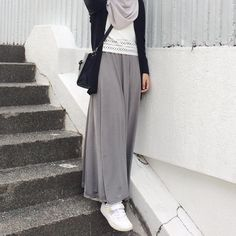 hijab casual Image may contain: one or more people, people standing and shoes Modern Hijab Fashion, Street Hijab Fashion, Hijab Fashion Inspiration, Islamic Fashion, Muslim Fashion, Skirt Fashion, Fashion Outfits, Fashion Trends, Casual Hijab Outfit
