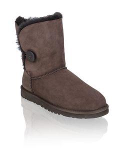 HUMANIC - Brown UGG Bailey Button - http://www.humanic.net/at/Damen/Schuhe/Boots-Stiefeletten/UGG-Bailey-Button-dunkelbraun-1633601882
