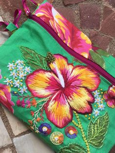 Creative Halloween Costumes - The Best Way To Be Artistic Over A Budget Bordado Embroidery Bags, Creative Embroidery, Embroidery Stitches, Embroidery Patterns, Broderie Primitive, Hand Embroidery Tutorial, Techniques Couture, Brazilian Embroidery, Satin Stitch