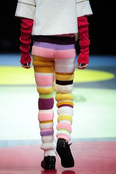 Crochet multicolor leggings for men to add some color in the wardrobe. Knitwear Fashion, Crochet Fashion, Knit Art, Textiles, Mode Inspiration, Pulls, Textile Design, Bunt, Outfit