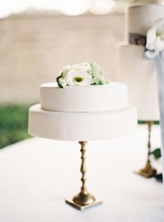 Two tier organic wedding cake: Photography: Mint - http://mymintphotography.com/