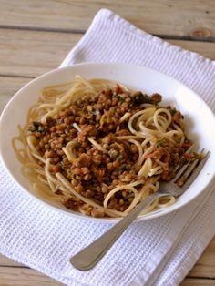 Bolonhesa de lentilhas // Lentil Bolognese - Compassionate Cuisine