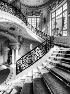 black and white, grand staircase.... mm yes