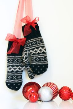 DIY an old sweater turned into mittens  / The Sweet Escape #christmas #holiday
