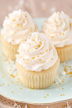 Best Vanilla Cupcake Recipe, Moist Vanilla Cupcakes, Homemade Vanilla Cupcakes, Coconut Cupcakes, Super Moist Vanilla Cupcake Recipe, Vanilla And Chocolate Cupcakes, Strawberry Cheesecake Cupcakes, Food Cakes, Mini Cakes