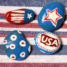 memorial day tablecloth weights craft / holiday rock painting - we could use paper wieghts for when we do st johns duties with coloring pages and brochures. Patriotic Crafts, July Crafts, Holiday Crafts, Holiday Fun, Holiday Ideas, Holiday Decor, Crafts To Make, Crafts For Kids, Arts And Crafts