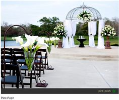 calla lillies & outside wedding - i DONT like the dome but i like the lillies lol