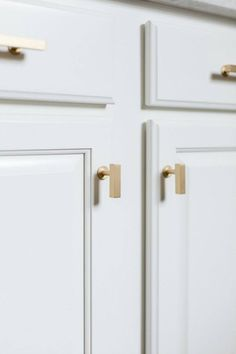 Kitchen pulls - I believe this is just Lews Hardware European. Brushed Brass Cabinet Knob Style 31 Drawer Pulls and Cabinet Gold Kitchen Hardware, Gold Cabinet Hardware, Brass Cabinet Pulls, Stock Cabinets, New Kitchen Cabinets, Kitchen Cabinet Knobs, Blue Cabinets, Kitchen Appliances, Layout Design