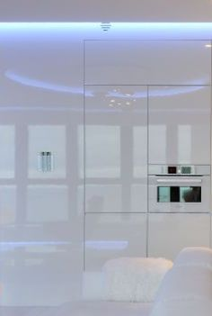 High gloss kitchen, Sea Towers Apt by Ministerstwo Spraw We Wnetrzach _