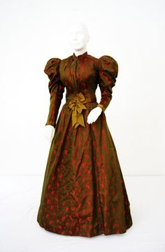 Day dress ca. 1895 From the Patrimonio Histórico Familiar