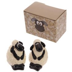 Novelty Cartoon Sheep Design Ceramic Salt and PepperIf you are looking for a novelty gift thats practical and looks great, then check out our funky kitchen and ceramics range.The range is made from dolomite ceramics and finished in a high gloss glaze Salt And Pepper Chicken, Salt And Pepper Hair, Salt And Pepper Grinders, Salt Pepper Shakers, Salt And Pepper Restaurant, Funky Kitchen, Funny Sheep, Novelty Gifts, Monochrome